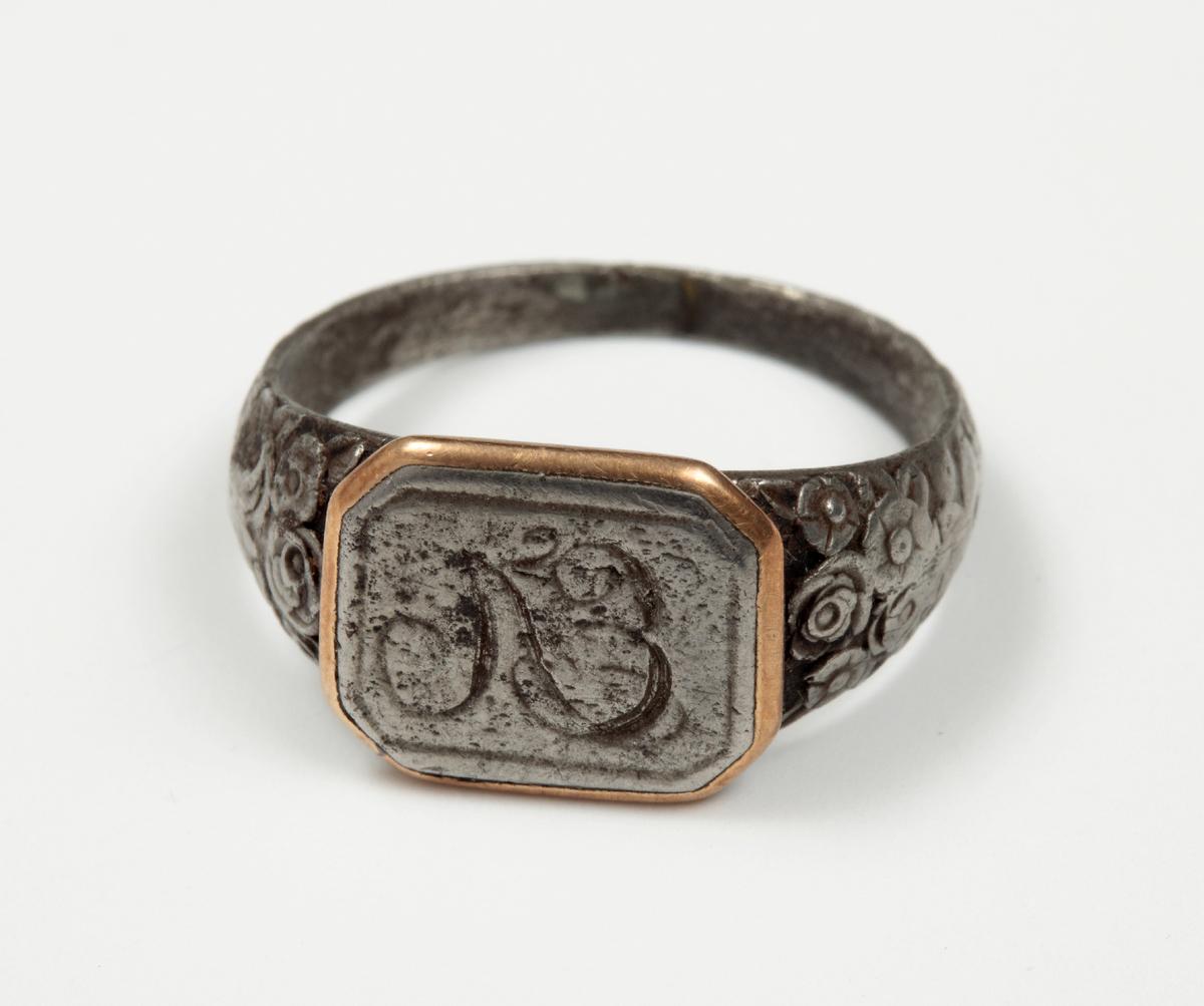 Перстень-печатка Емельяна Лачинова с его монограммой
