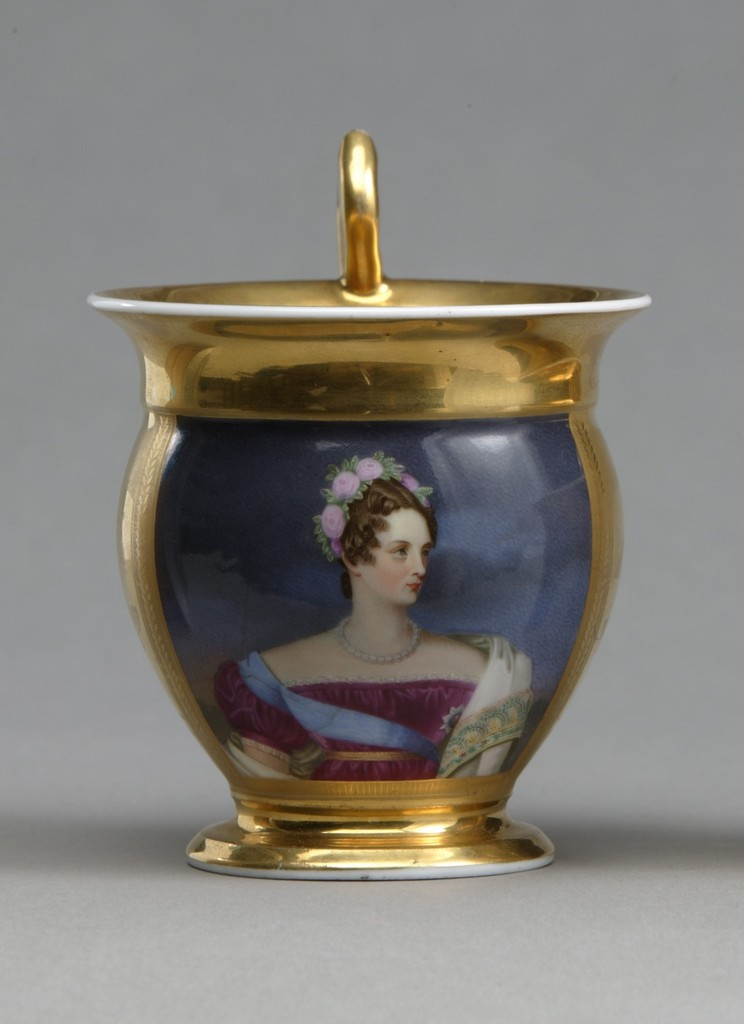 Чашка с портретом императрицы Александры Федоровны