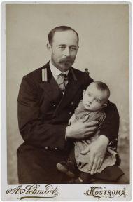 Пушкин Л.Л. с сыном Сергеем. Кострома. 1900. Фотоателье А.Ф. Шмидта. Отпечаток на альбуминовой бумаге, ретушь.