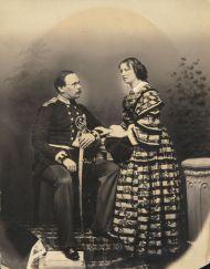 Орлов Н.М. и Орлова О.П. Начало 1860-х. Неизвестный фотограф. Отпечаток на соленой бумаге, акварель, белила, лак.