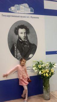 На стенде музея - самые юные посетители форума