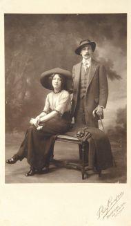 Андрей Белый и А.А.Тургенева. Брюссель, 1912. Фотоателье Benjamin Couprie.