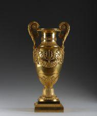 Ваза. Мастерская П.Ф. Томира. 1820-е. Франция, Париж. Бронза, литье, чеканка, золочение.