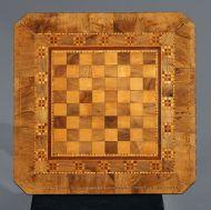 Стол шахматный. Столешница.Западная Европа. Вторая половина XIX в. Орех, карагач, фанеровка, токарная работа. В наборе: клен, орех, яблоня.