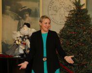 Владелец коллекции  кукол  И. Лиепа на открытии выставки.