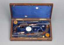 Пара капсюльных дуэльных пистолетов с принадлежностями в ящике
