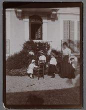 Портрет Марины, Наталии и Александра Мезенцовых с тетей Н.А. Пушкиной.