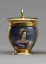 Чашка с портретом императрицы Александры Федоровны.